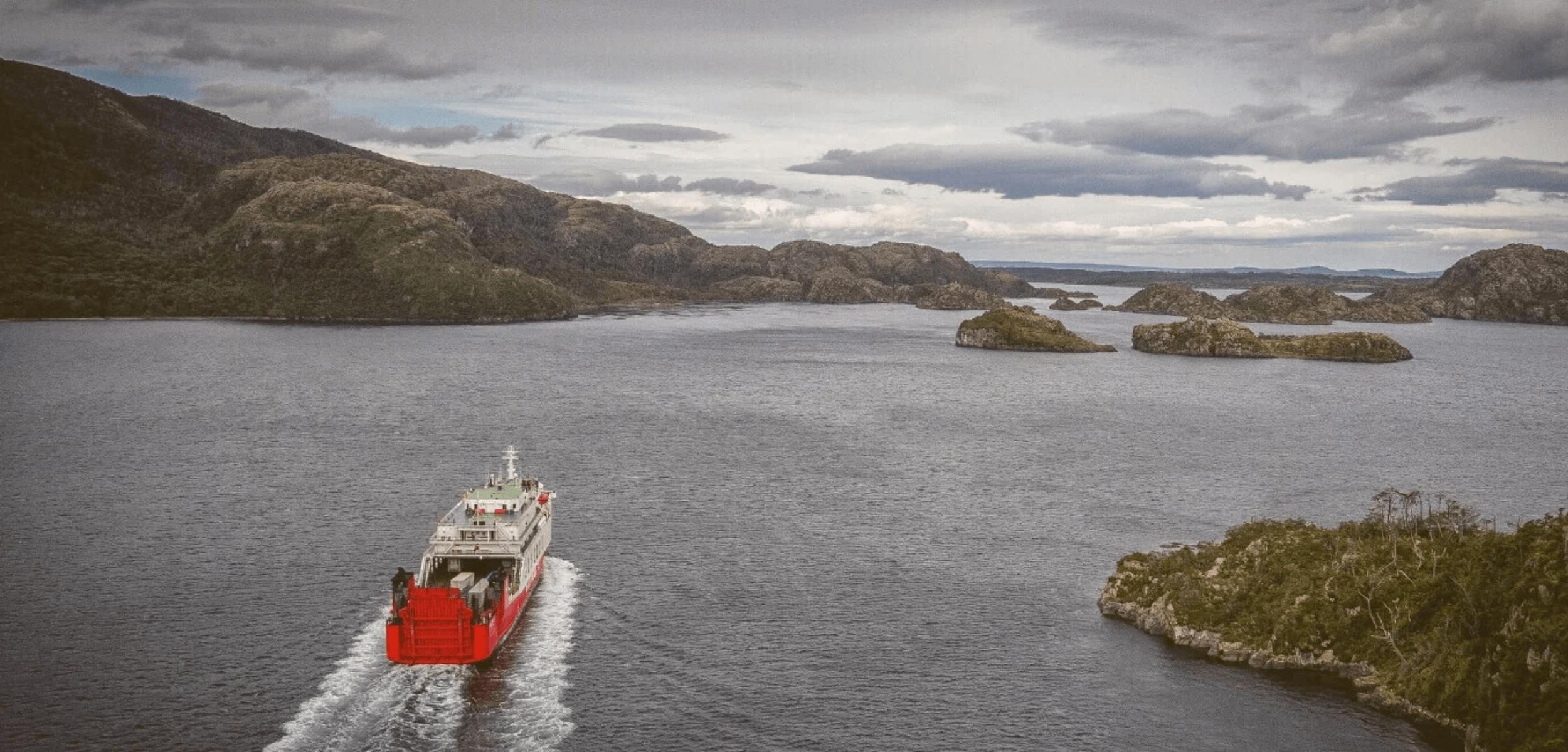 Ferry Navimag recorre Fiordos Patagónicos